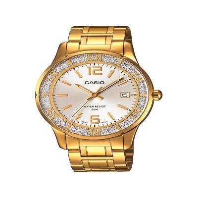 שעון קסיו זהב, להשיג בחנויות השעונים המובחרות ובאתר קסיו ישראל casio.t-and-i.co.il, צלם יחצ חול