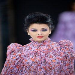 טרנד האיפור עוצמה סגולה לחורף 2020 לפי תצוגת אופנה לוריאל פריז צילום יחצ חול