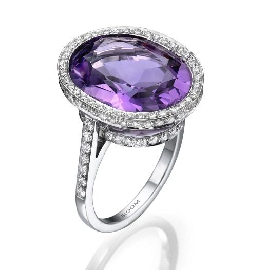 טבעת משובצת יהלומים ואבן אמטיסט, 22800 שח, להשיג ב- BLOOM רחוב שוהם 6 מתחם, הבורסה רמת גן, צלם נועם ירון