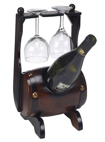 רשת ג'נטלמן-בר יין חבית שוכבת לבקבוק עם 2 כוסות יין קרדיט צילום יחצ