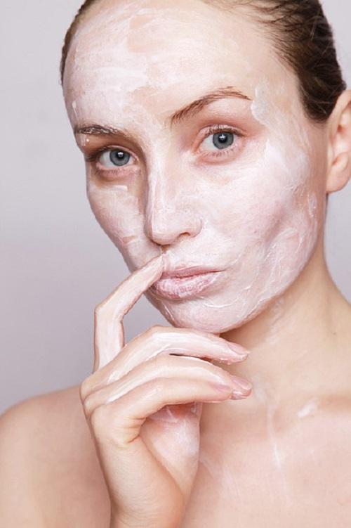 המדריך לטיפוח עור הפנים בלילה